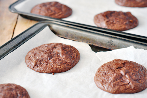 lark-linen_flourless-chocolate-cookies_2