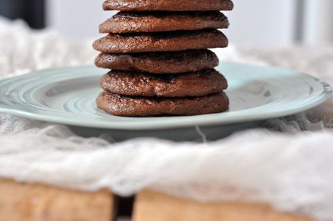 lark-linen_flourless-chocolate-cookies_3