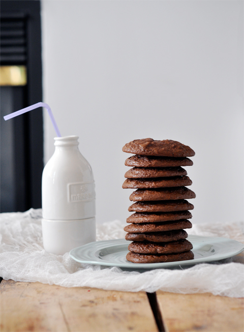 lark-linen_flourless-chocolate-cookies_6