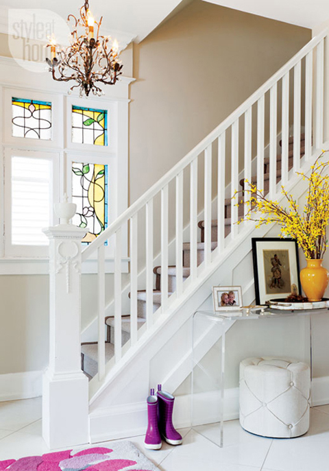 2 light-lively-interior-newel-post