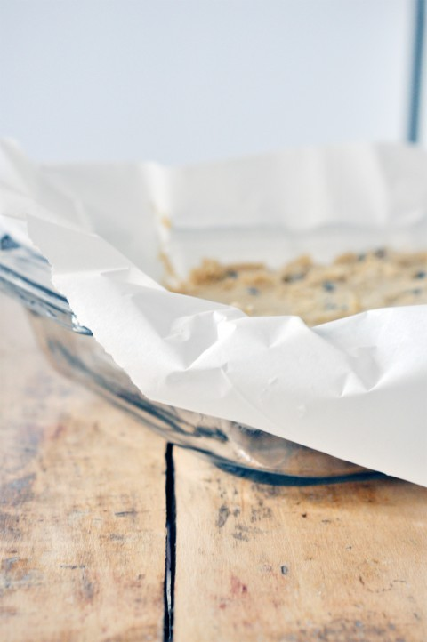 lark-linen_chocolate-chunk-blondies-1