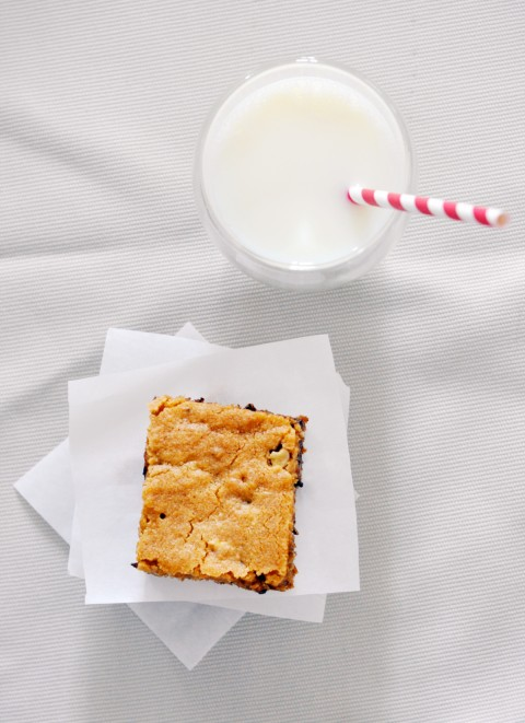 lark-linen_chocolate-chunk-blondies-3