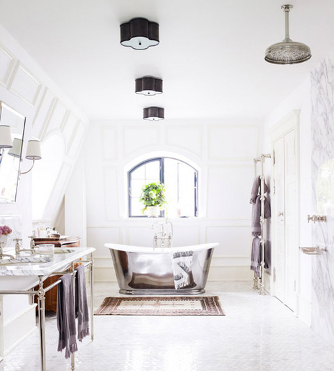 Day-Birger-et-Mikkelsen-bathroom-chrome-tub-white-marble-turkish-rug-Lonny-Dec-2012