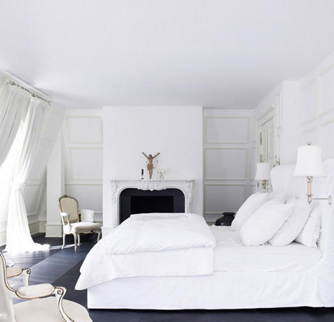 Day-Birger-et-Mikkelsen-bedroom-white-on-white-fireplace-Lonny-Dec-2012