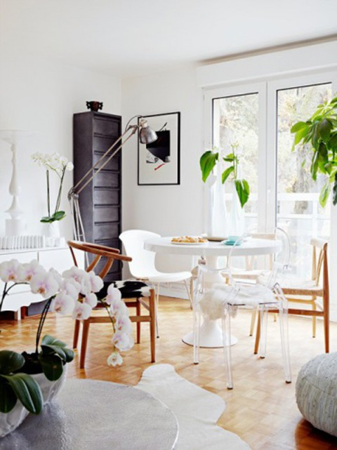 Apartment breakfast nook with mismatched chairs