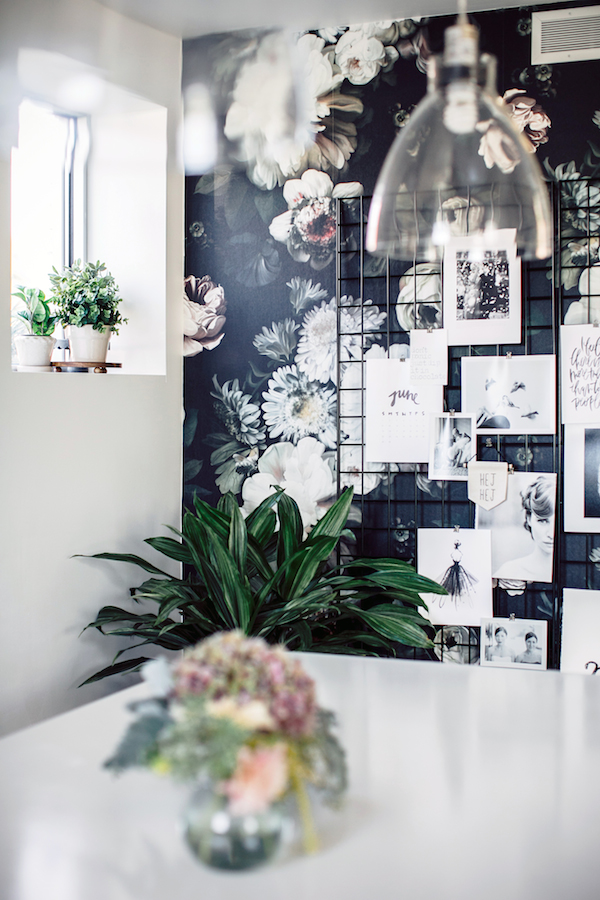 Black and white office - flower wallpaper