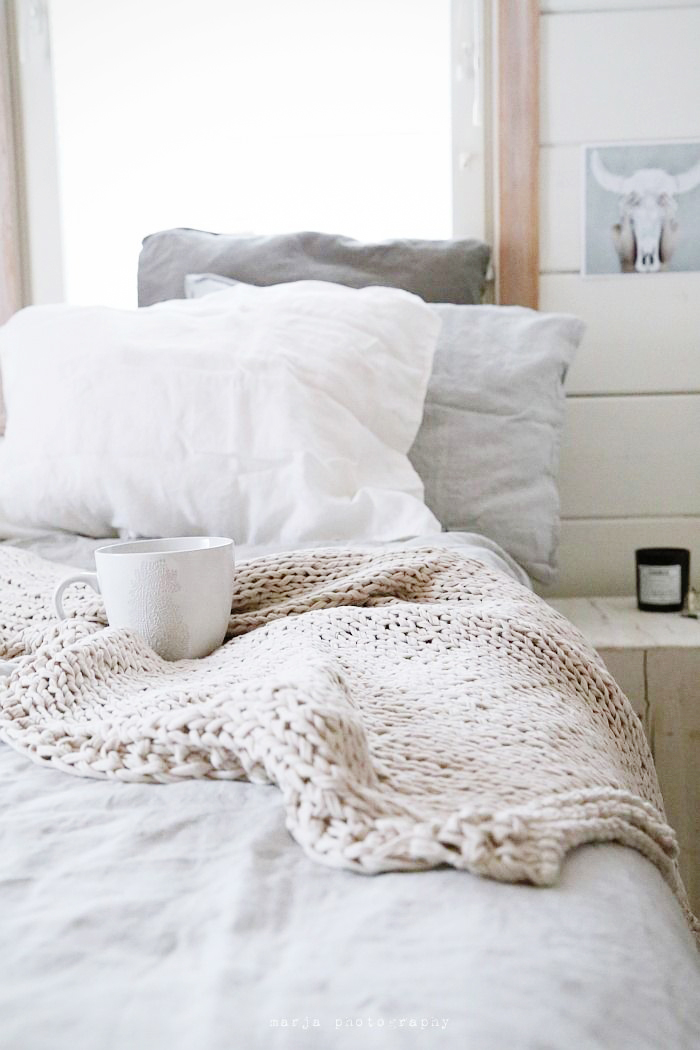 Bedroom throws and blankets