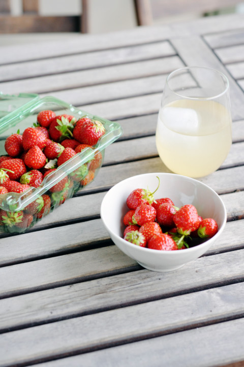 Strawberries & rhubarb spritzer