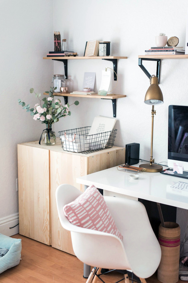 Pink & grey office