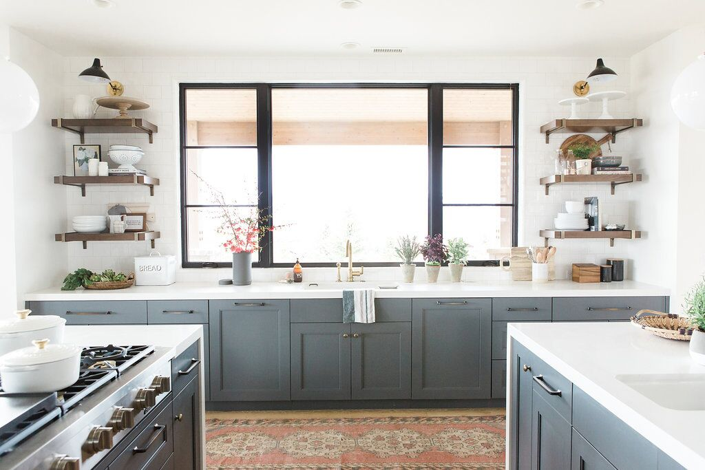 23Modern+kitchen+with+open+shelves,+vintage+rug,+and+blue+cabinets+with+white+countertops